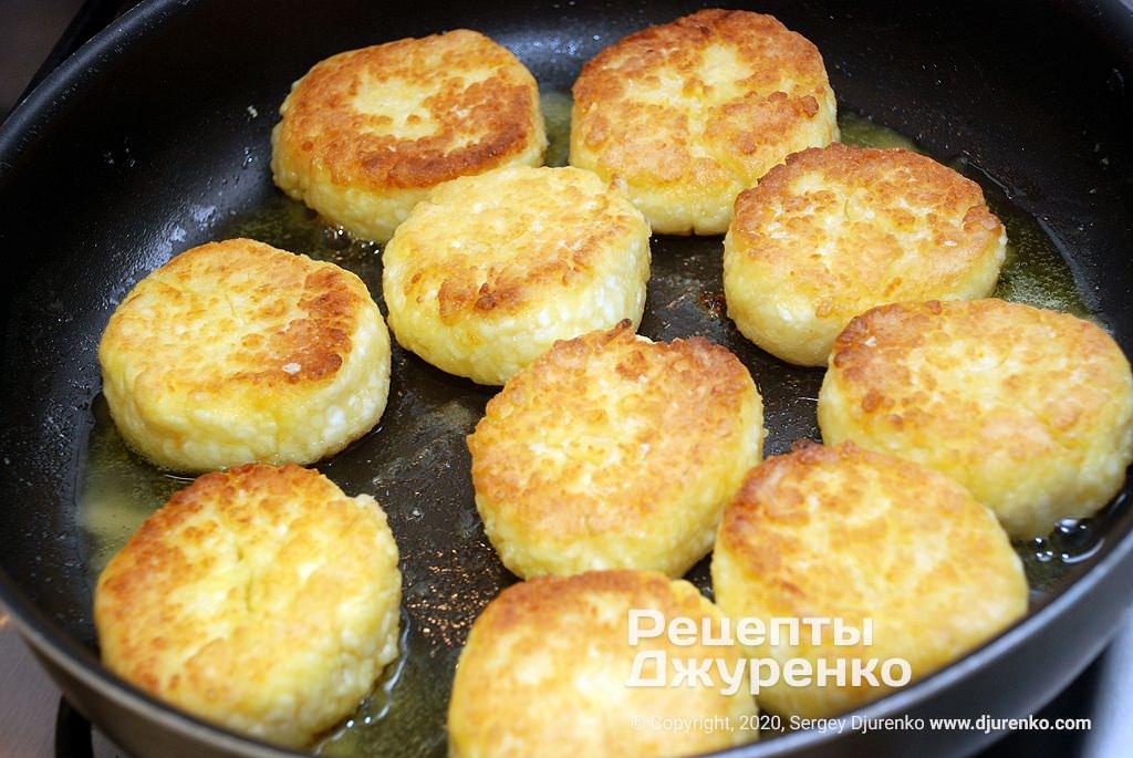 Кулінар поділився рецептом пишних сирників: обов'язково додайте цей інгредієнт!