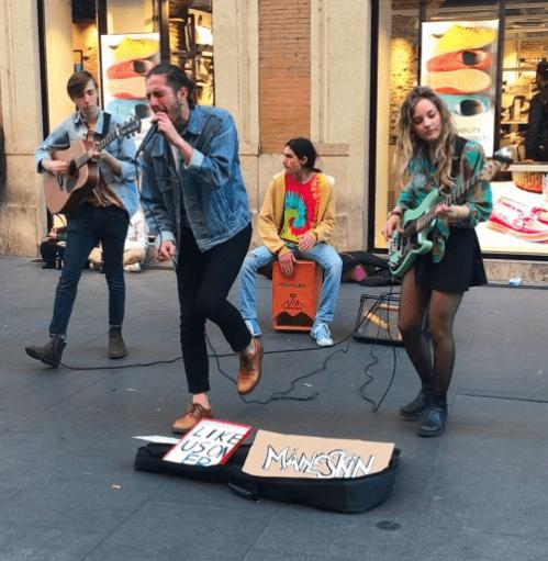 Måneskin на вулицях Рима